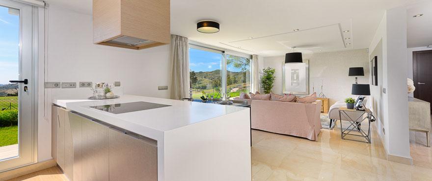 Salón luminoso de los apartamentos en venta en Mijas, Miraval, La Cala Resort