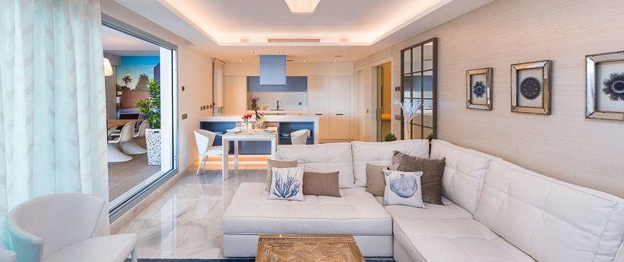 Light and spacious livingroom with direct access to terrace, Jade Beach
