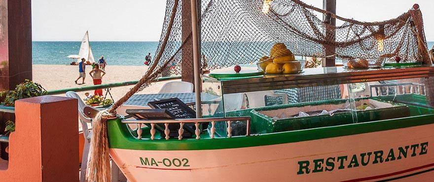 Restauranger längs strandpromenaden, Jade Beach, Marbella