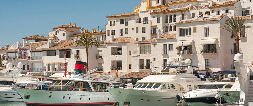 Средиземноморский стиль гавани в Марбелье, Пуэрто-Банус.