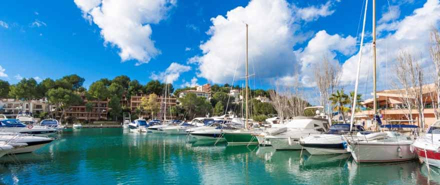 The idyllic harbour close to Marina Golf.