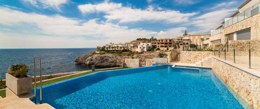 Sea views at Cala Magrana Mar complex with apartments for sale on the beach