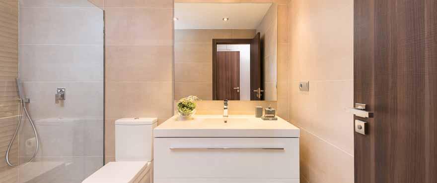 Badezimmer mit hochwertiger Ausstattung, Neubauwohnung von Taylor Wimpey Spanien