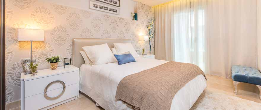 Ample bedroom at the Taylor Wimpey España apartments