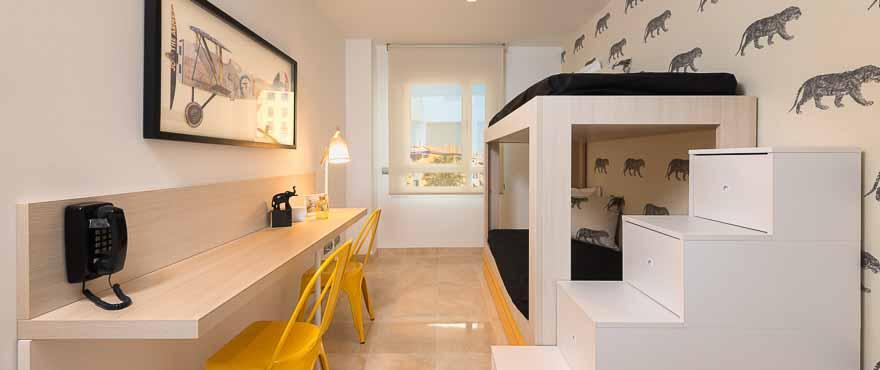 Kinderzimmer einer Wohnung in der Wohnanlage Acqua, Marbella, Costa del Sol