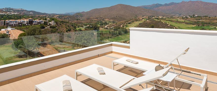 Terraza con vistas espectaculares al golf en nuevos adosados de Horizon Golf