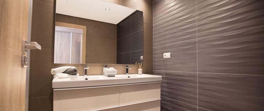 Modern bathroom at Horizon Golf