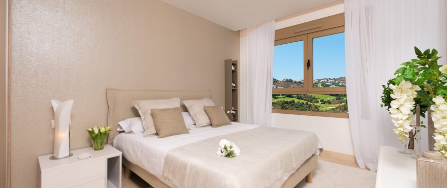 Hauptschlafzimmer mit spektakulärem Panoramablick, Reihenvillen Horizon Golf