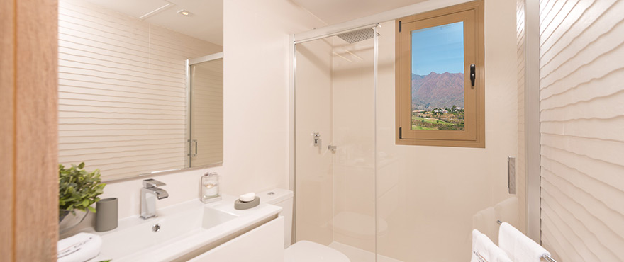 Modern bathroom at Horizon Golf