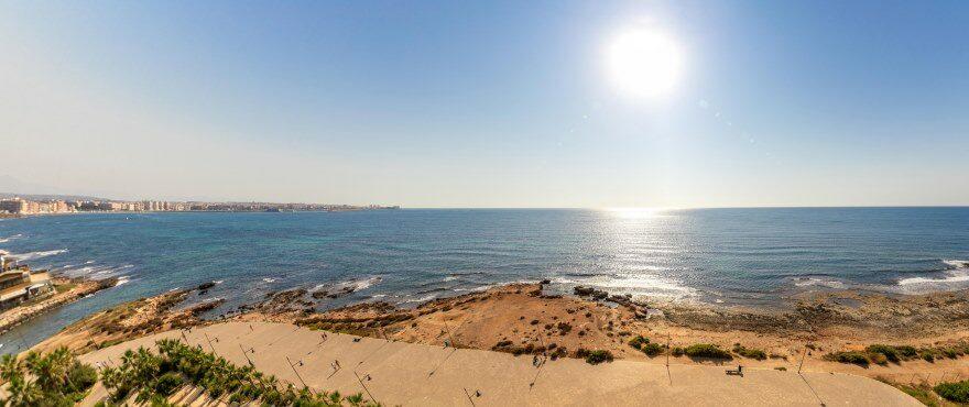 Терраса жилого комплекса Panorama Mar с видом на море