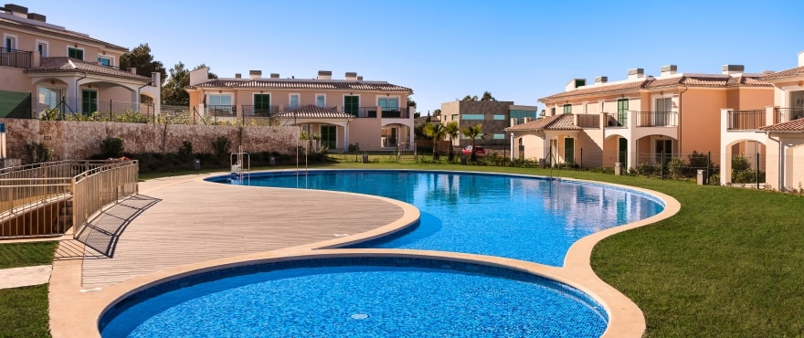Apartments with communal pool and gardens in Colonia de Sant Pere, Mallorca