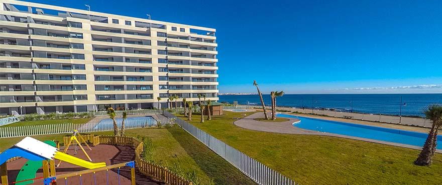 Panorama Mar: Leiligheter til salgs i første linje ved havet og stranden i Punta Prima,Torrevieja (Alicante), Costa Blanca
