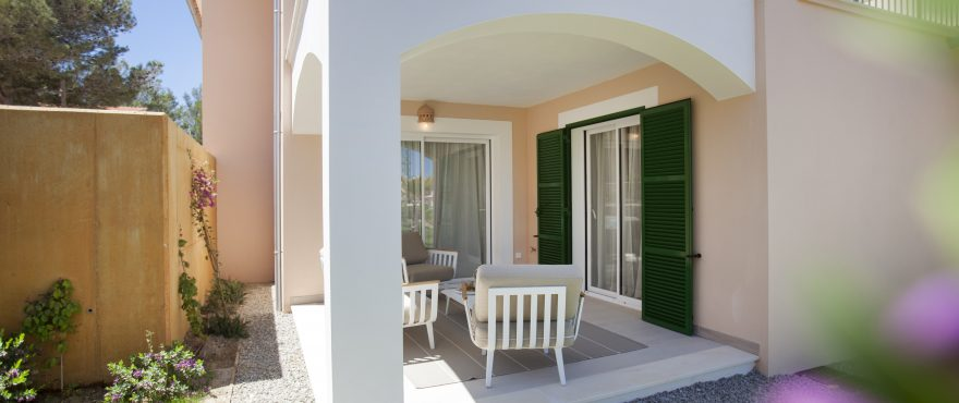 Fachada de nuevas viviendas en venta en Colonia de San Pere, Artá, Mallorca
