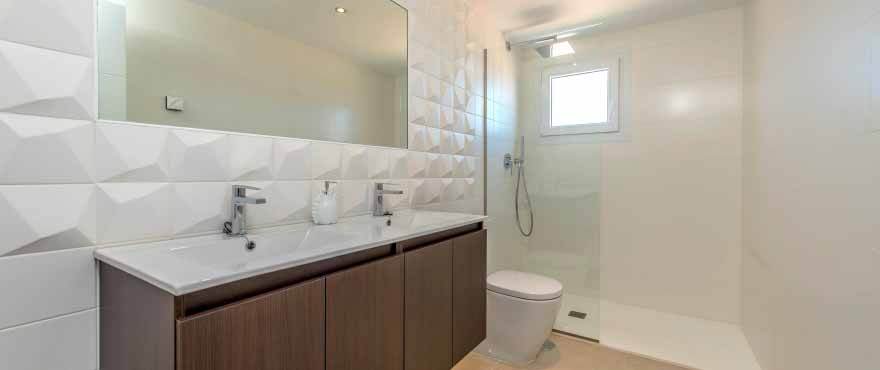 Modern and complete bathroom in Panorama Mar