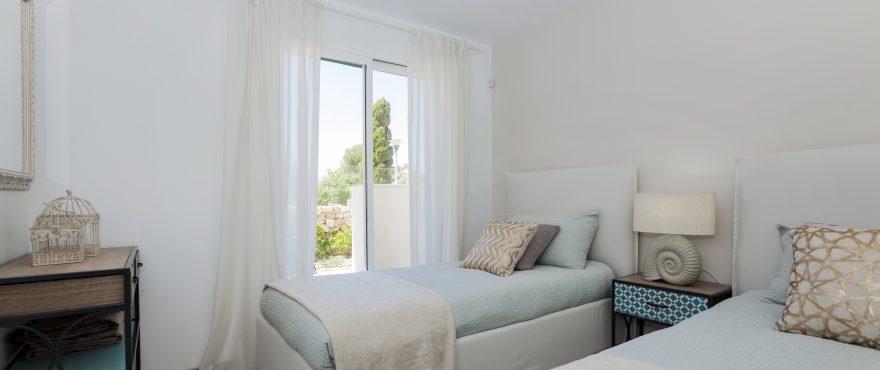 Den består av leiligheter med 2 og 3 soverom i små bygninger, typisk for bebyggelsen ved Middelhavet.