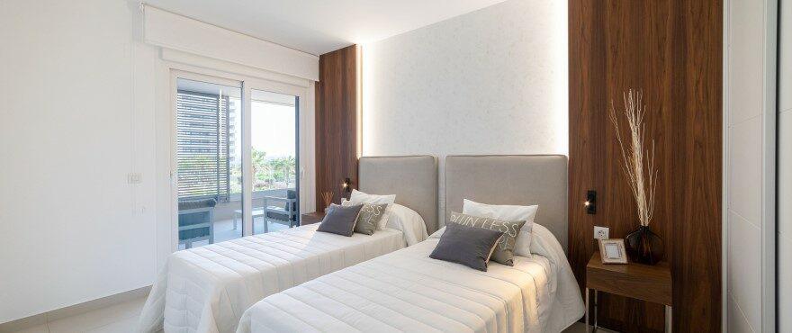 Спальня жилого комплекса Panorama Mar с видом на море
