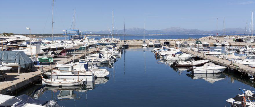 Рыбацкая гавань в городе Колония-де-Сан-Пере, Мальорка