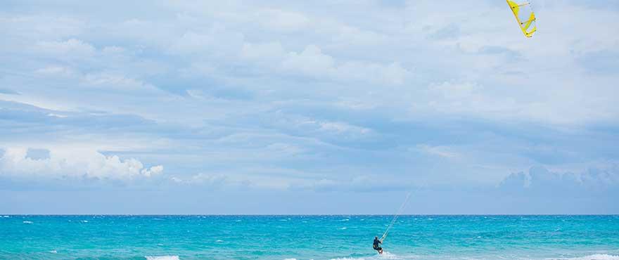 Kite surfing i Colonia de Sant Pere, Mallorca.