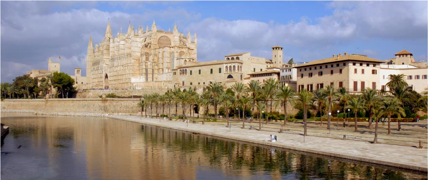 Palma de Mallorca Cathedral, 20 kilometres from apartments