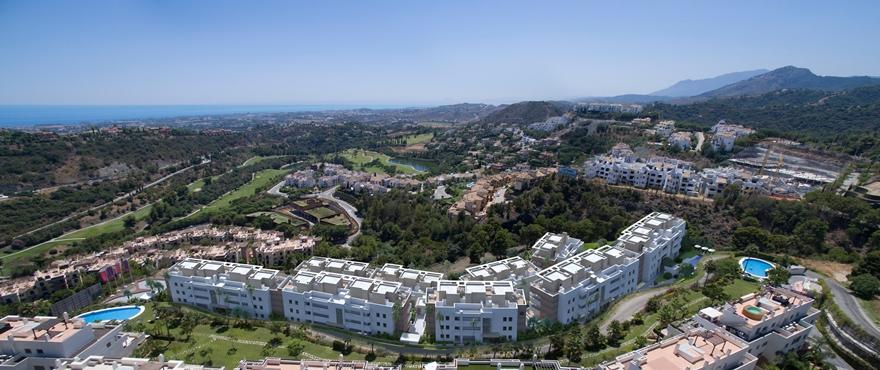 Vue sur la mer et sur le golf depuis Botanic, des appartements exclusifs de 3 chambres à Benahavis