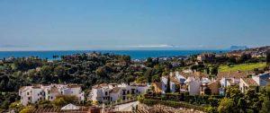 Utsikt over golfbanen og middelhavet fra Botanic og det eksklusive området Benahavis