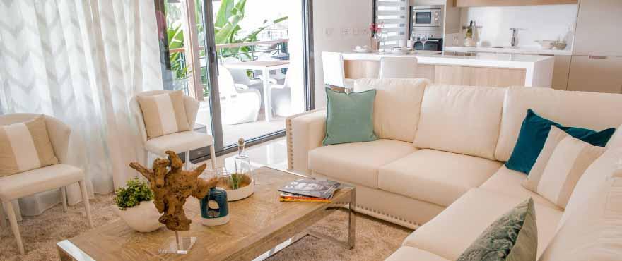 Luminous living room in Botanic homes