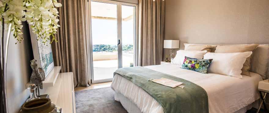 Luminous bedroom in Botanic apartments