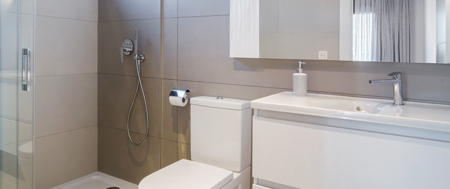 Modernos baños, Arenal Dream, Javea