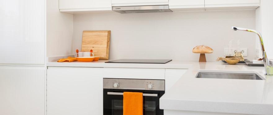 Modernt kök i nybyggd bostad i Acquamarina
