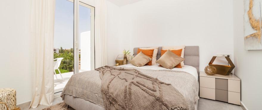 Ljust sovrum i nybyggd bostad i Acquamarina
