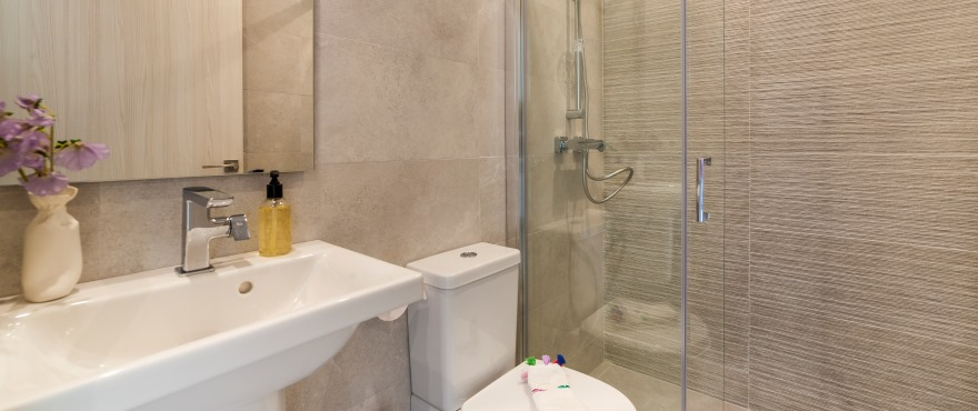 Full bathroom in the new apartments on sale in Cala D´Or