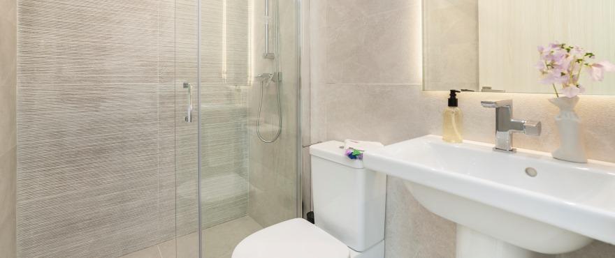 Komplett badrum i de nybyggda lägenheterna till salu i Cala D´Or