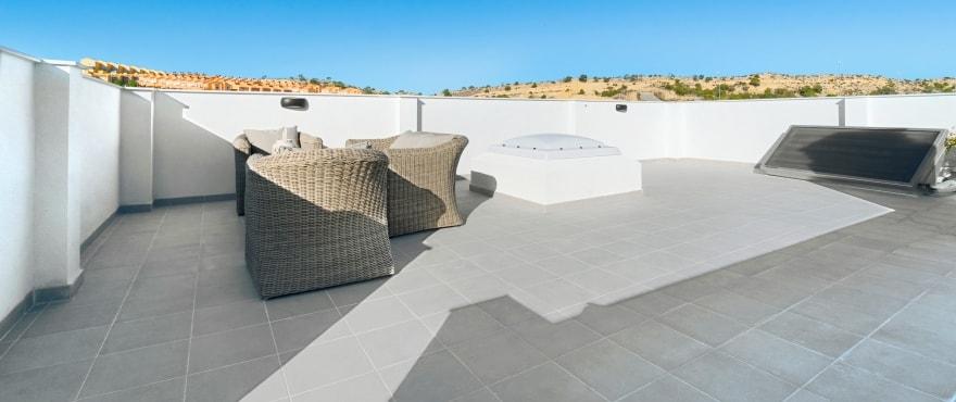 Kiruna residencial: Reihenvillen in Elche, Alicante: Solarium