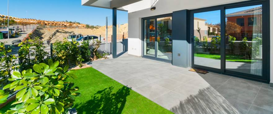 Kiruna residencial: Townhouses in Elche, Alicante: Entrance