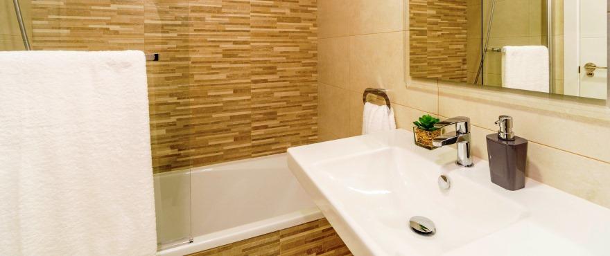 Bad med dusj i rekkehus for salg i Elche