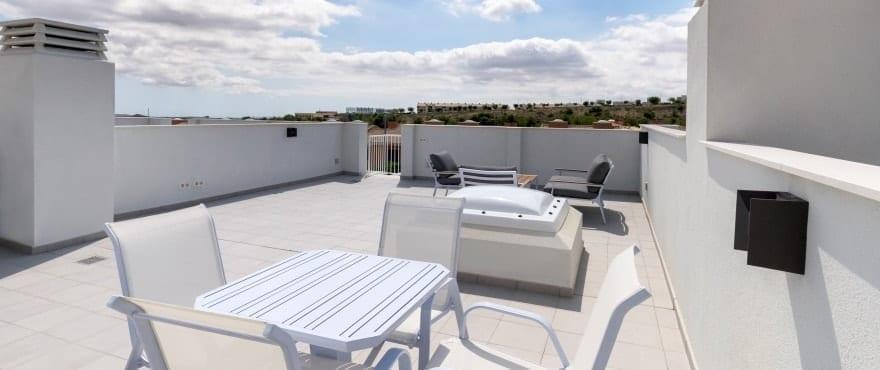 Kiruna residencial: radhus till salu i Elche, Alicante: Solarium