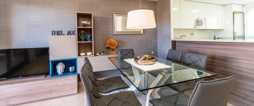 Townhouses in Elche, Alicante: Spacious and bright living room