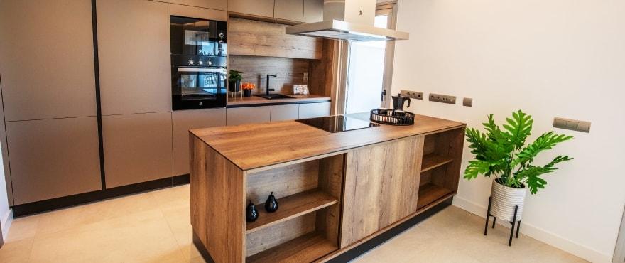 Moderne Küche der Neubauapartments, zu verkaufen im Wohnkomplex Grand View, La Cala Resort