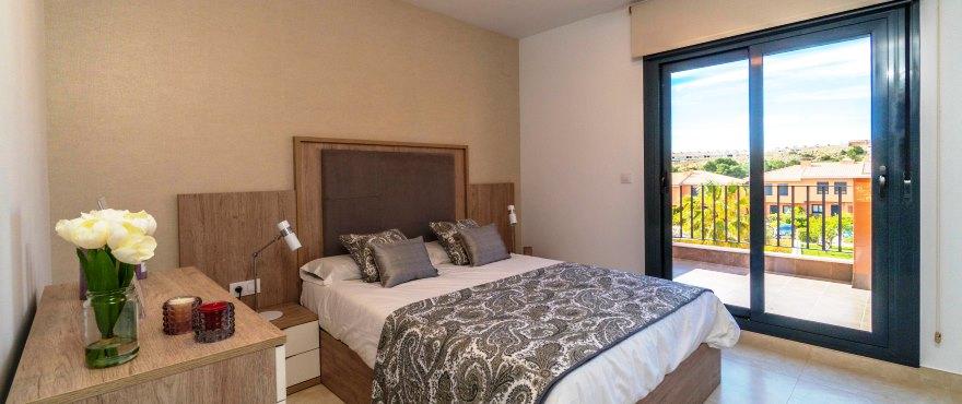 Reihenvillen in Elche, Alicante: Schlafzimmer