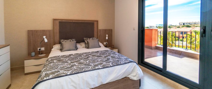 Townhouses in Elche, Alicante: Bedroom