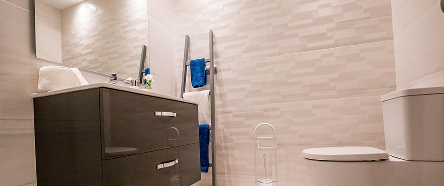 Baño moderno y completo