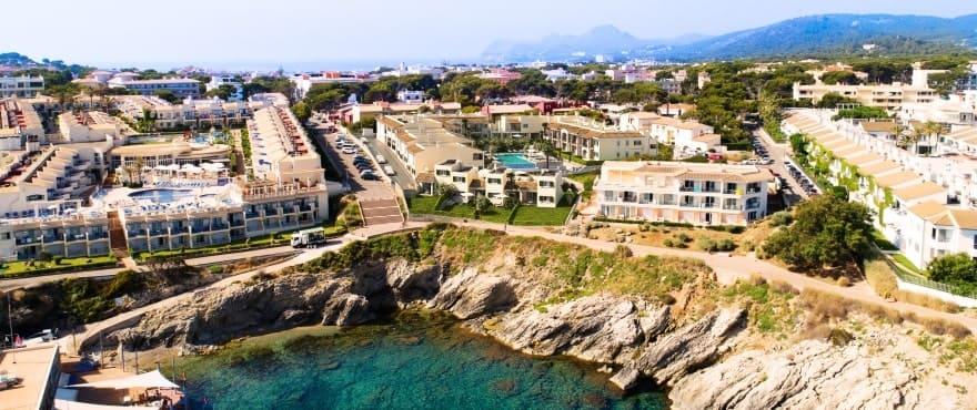 Wohnkomplex Blue Cove, Neubauapartments mit Blick auf das Meer und die Badebucht Cala Lliteras, Capdepera, Mallorca