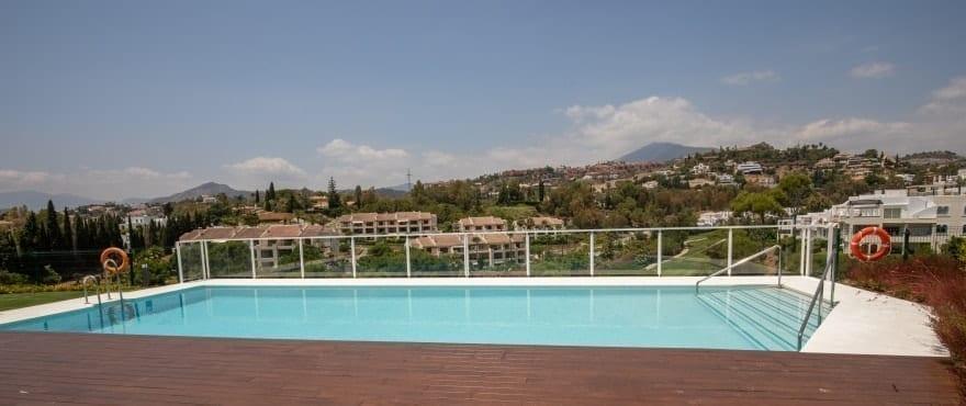 Piscina y deporte en Le Caprice, exclusivos apartamentos de 3 dormitorios y áticos