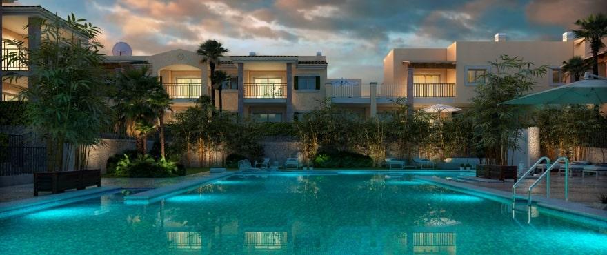 Blue Cove, vue de nuit sur la piscine et les jardins communs