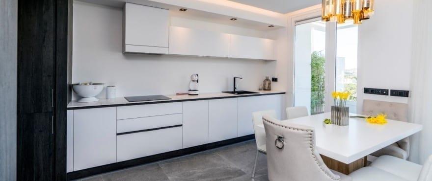 Cocina con electrodomésticos de alta gama en Le Caprice