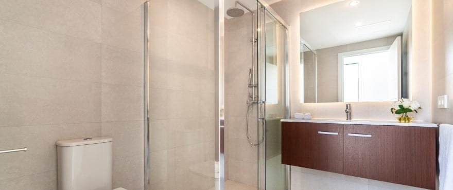 Full bathroom at the new apartments for sale at Cala Lliteras