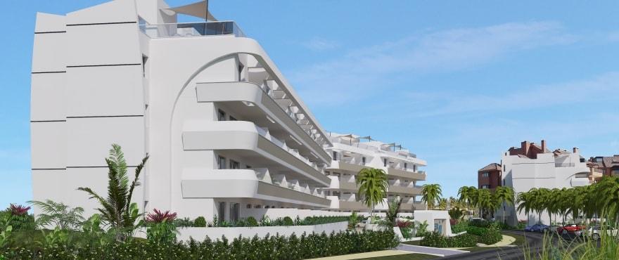 Pier — вход и зеленые зоны нового жилого комплекса рядом с морской гаванью Sotogrande