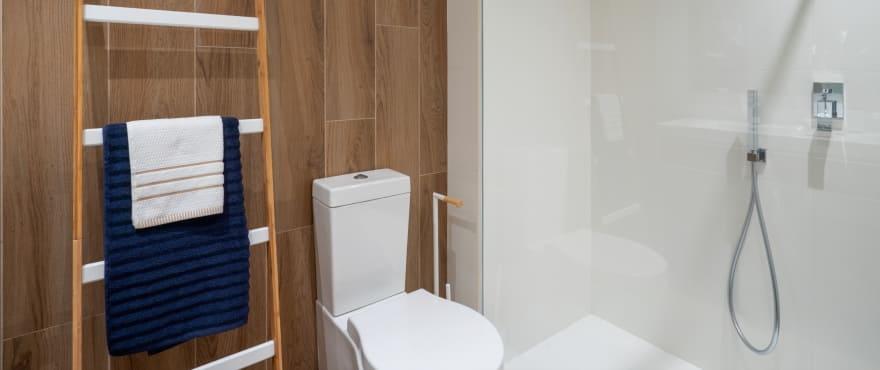 - Pier — продажа новых квартир с 2 ванными комнатами и высококачественной отделкой.