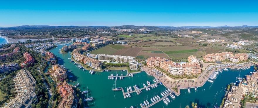 Pier, omgeving: La Marina de Sotogrande