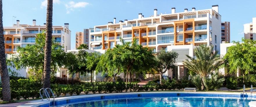 La Vila Paradís, residentieel bouwproject in Villajoyosa, Alicante. Aan het strand en goed bereikbaar. Twee- en drieslaapkamerwoningen te koop!